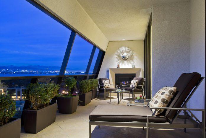 suite-1045-balcony